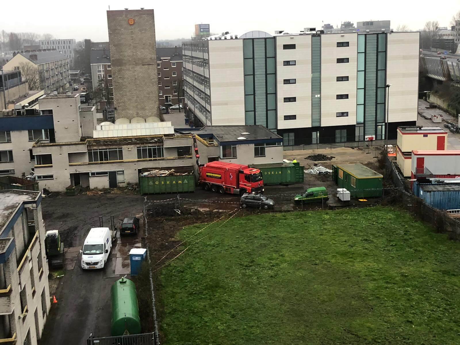 GRondzuigwagen Voor Dakgrind Te Verwijderen