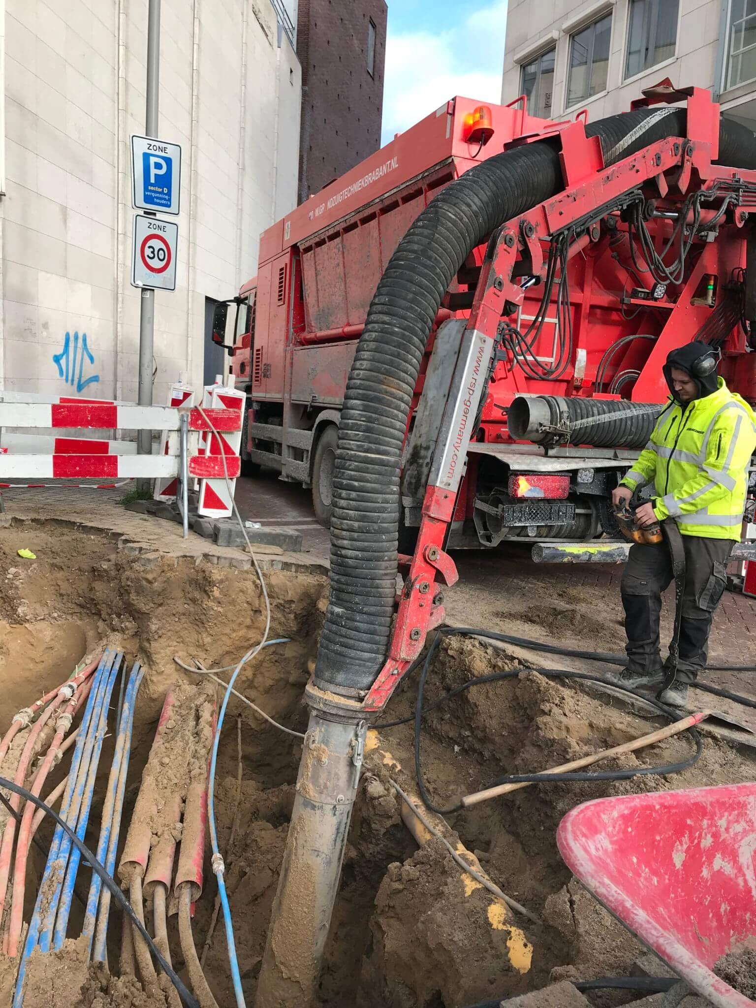 kabels vrijzuigen drukke ondergrondse infrastructuur
